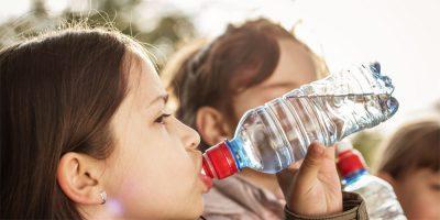 Постоянное желание пить это наиболее заметный признак диабета у детей